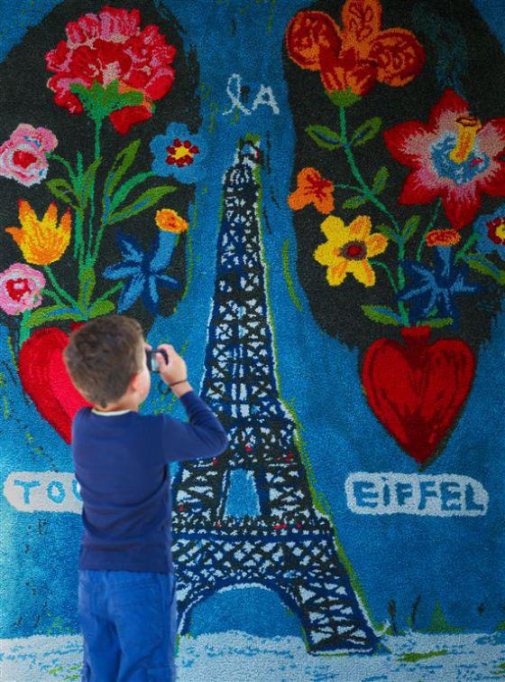 Tour Eiffel aux Deux Coeurs designed by Natalie Lété - Collection Petite Galerie - Tai Ping