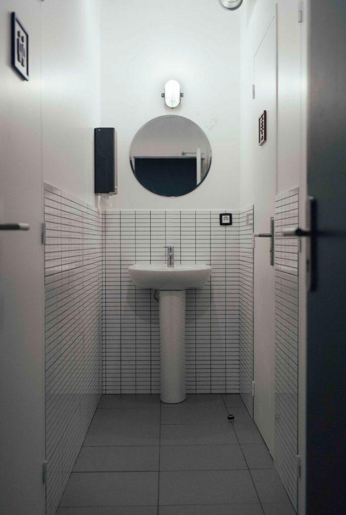 salle de bain commune - ho36 | ©Pierrick Vierny