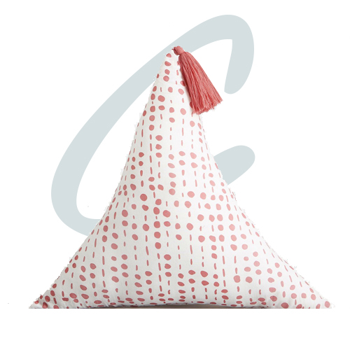 Coussin-triangle-rouge-Olaya_ampm