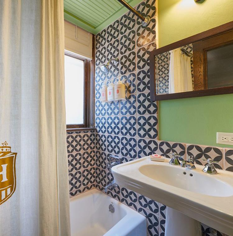 hotel-havana-terrace-suite-bathroom--HotelHavana