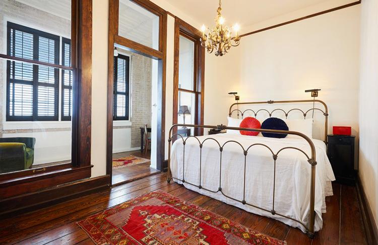 grand-suite-bed-HotelHavana