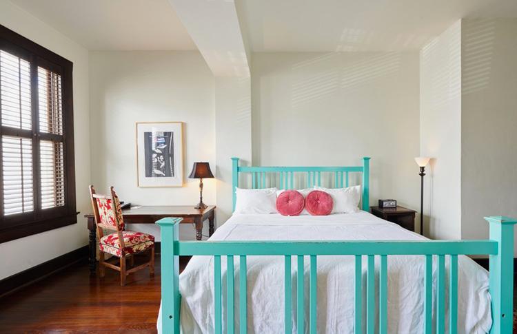 hotel-havana-Queen-room-bed-HotelHavana